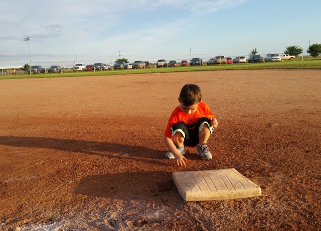 Why I Let My Son Draw in the Dirt at His T-Ball Game